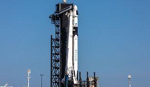 Falcon 9, który wyniesie załogowego Dragona, już stoi na miejscu