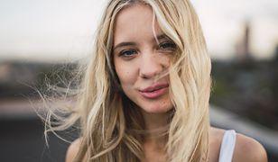 Maska emolientowa. Dlaczego jest tak ważna w pielęgnacji włosów? Jakie są jej właściwości?