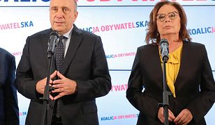 Małgorzata Kidawa-Błońska i Grzegorz Schetyna na konferencji prasowej po wyborach parlamentarnych.