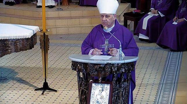 Gliwice. Biskup Jan Kopiec zarażony koronawirusem.