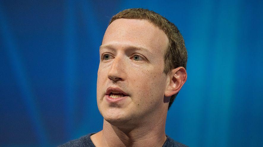 Facebook wypowiada wojne protestującym przeciwko #zostanwdomu