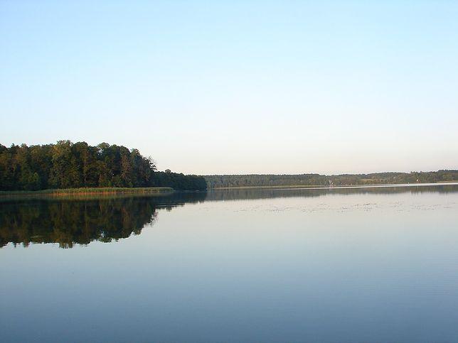 Jezioro Gielądzkie. Wędkarz wypadł z łodzi. Trwa akcja poszukiwawcza