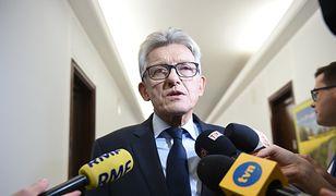 Poseł Stanisław Piotrowicz, jeden z autorów reformy Sądu Najwyższego, tłumaczy się wyborcom w Radiu Maryja.