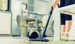 Odkurzacz to nie jedyny sprzęt, którym można wysprzątać podłogę i dywan
