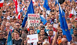 """""""Precz z Kaczorem – dyktatorem"""" piszą konta… z Ameryki Południowej. Kto manipuluje w polskim internecie?"""
