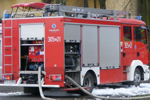 Święcia: dwie osoby ranne w pożarze garażu
