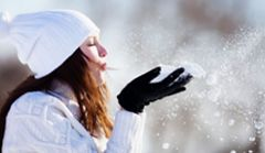 Zimowe patenty na utrzymanie włosów w ładzie i porządku