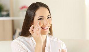 Podkład odżywczy zawiera składniki, które pielęgnują skórę, dlatego jest idealny na zimę