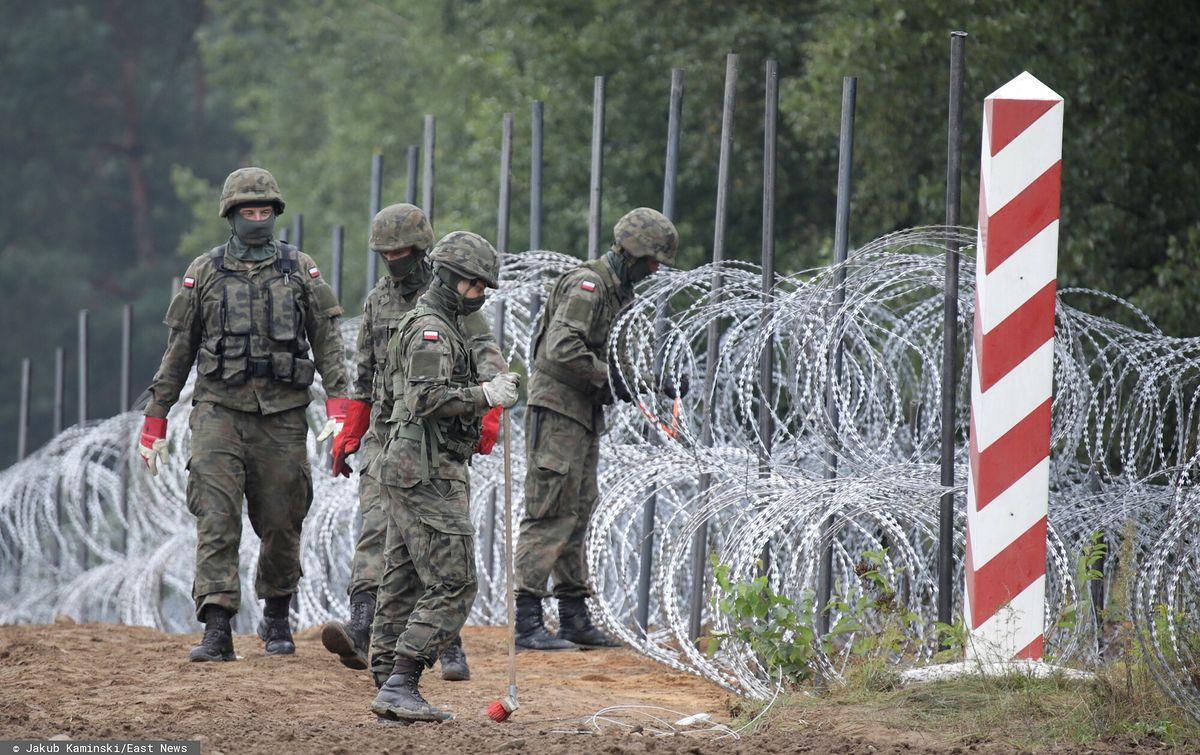 Płot powstający na polsko-białoruskiej granicy