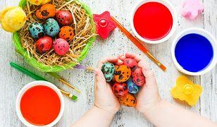Naturalne sposoby barwienia jajek na Wielkanoc