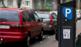 Warszawa. Pracowniczy szpitala przy Karowej proszą o zwolnienie z opłat za parking