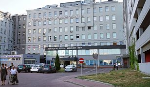 Mężczyzna wyszedł ze szpitala MSWiA, mimo że jest zarażony koronawirusem.