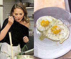 Wielki spór o... smażenie jajek. Internauci zbesztali modelkę