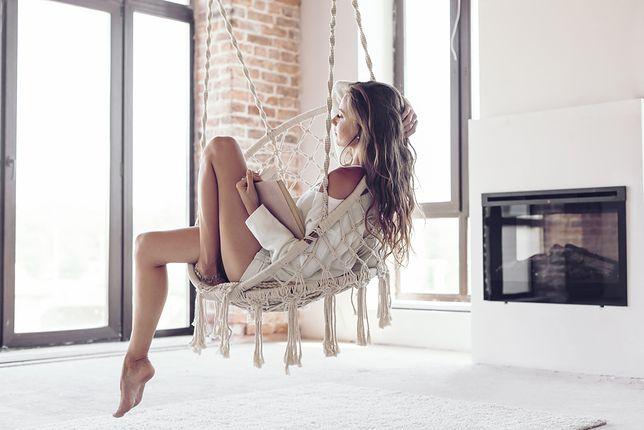 Wiszący fotel to doskonałe miejsce, w którym możesz się zrelaksować