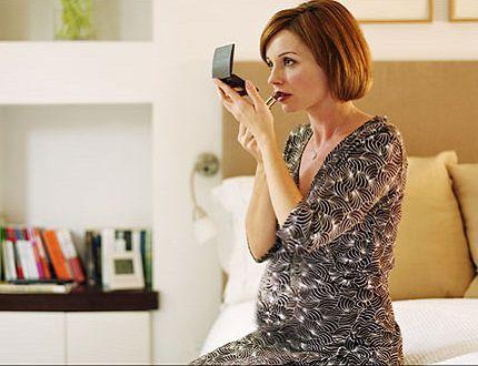 8 składników kosmetycznych których powinnaś unikać w ciąży