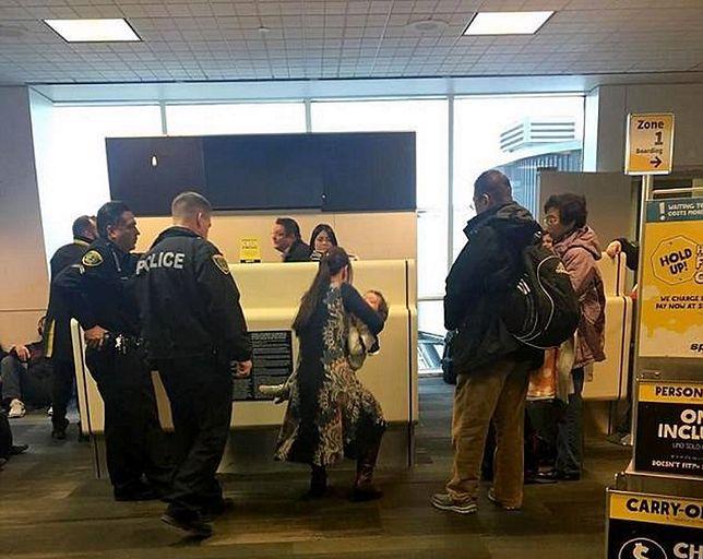 Kobieta wyrzucona z samolotu za karmienie piersią? Oficjalnie dlatego, że nie zastosowała się do instrukcji