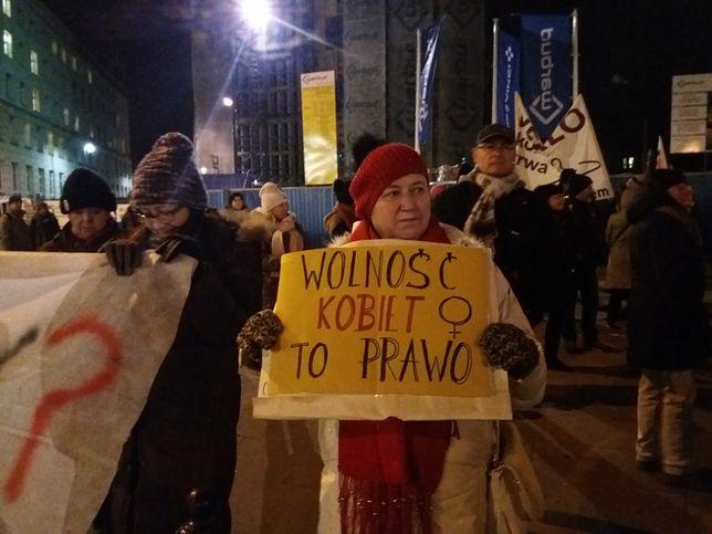 Protestujący przy Sejmie