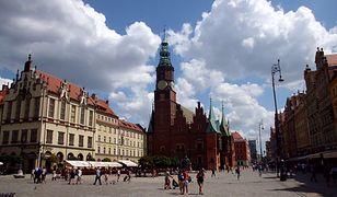 """""""Guardian"""" zachęca turystów do odwiedzenia Wrocławia. Gości przybywa z roku na rok"""