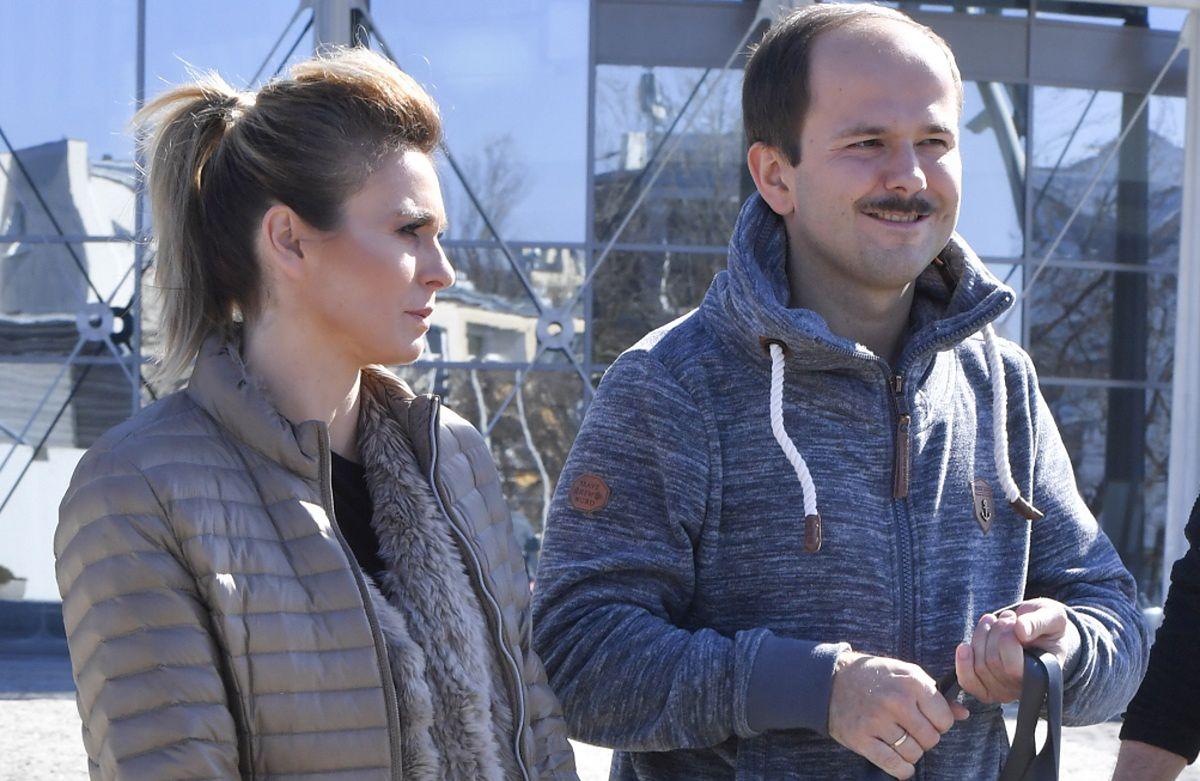 Kajra i Sławomir są udanym małżeństwem. Aktorka i piosenkarka jest jednak szalenie zazdrosna o swojego partnera
