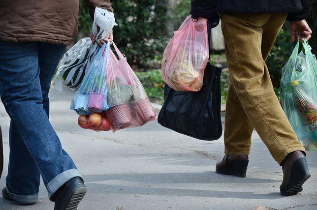 Spór o foliowe torby. Już niedługo będziemy za nie płacić