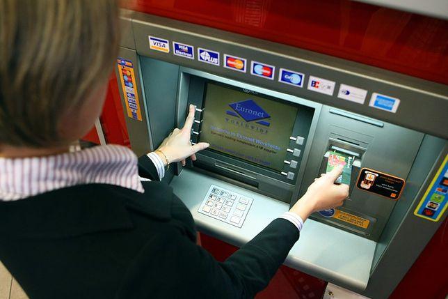 Euronet zmienia zasady wypłat ze swoich bankomatów. Dostaniesz mniej