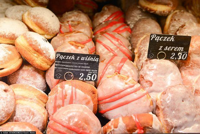 Tłusty czwartek 2020. Gdzie kupić najtańsze pączki? Ceny w Biedronce, Lidlu i sklepach Carrefour.