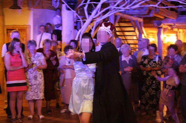 Księża chętnie tańczą podczas imprezy prymicyjnej