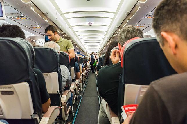 Jak Polacy zachowują się w samolocie? Pracownicy linii lotniczych dzielą się swoimi historiami