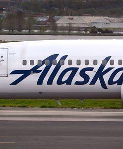 USA. Mężczyzna wspiął się na skrzydło samolotu. Jego wyczyn nie skończył się dobrze