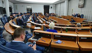 Senat zmienia porządek obrad. Chce przyjąć uchwałę wzywającą do przestrzegania równości obywateli wobec prawa