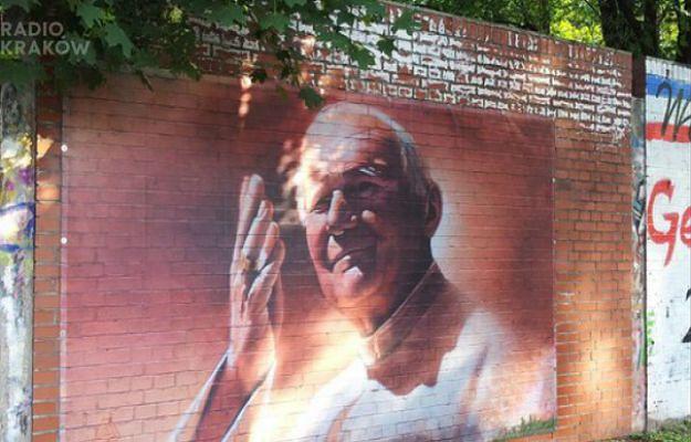 Słynny mur na Kawiorach już bez graffiti. Na ścianę wróci tylko wizerunek papieża