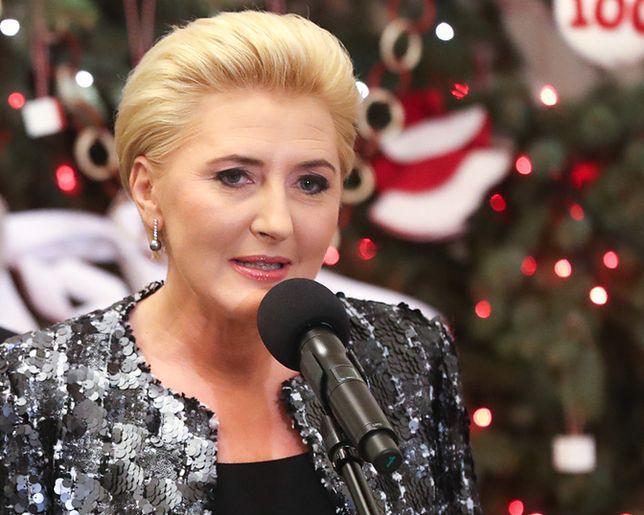 Agata Duda w świątecznej stylizacji. Jest modnie i elegancko