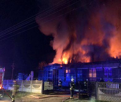Śląskie. Pożar remizy OSP w Raczkowicach. Samochód uratowany, ale zniszczenia ogromne