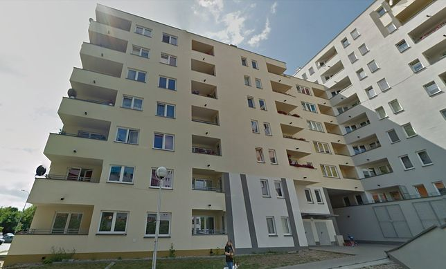 Budynek przy ul. Piaskowej 9 na warszawskiej Woli stanął w tym miejscu niespełna dekadę temu