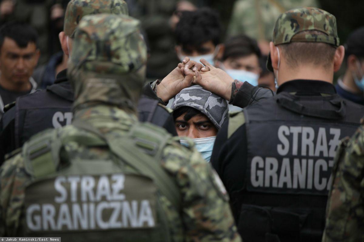 Uchodźcy na granicy polsko-białoruskiej koczują od kilkunastu dni