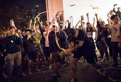 Hongkong. Opozycja pokazała czerwoną kartkę władzom miasta