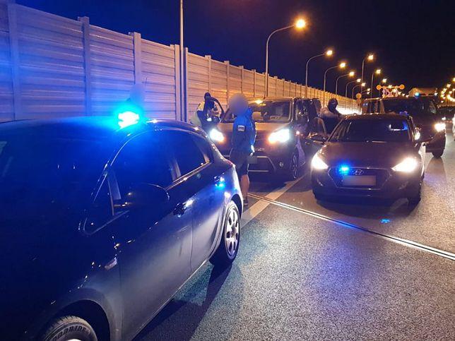 Stołeczni policjanci zatrzymali złodziei samochodów na autostradzie A2