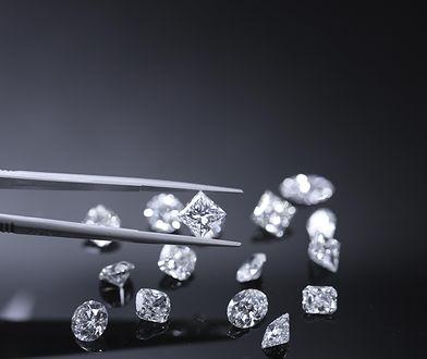 Wyjątkowe pierścionki z historią. Sprawdź, co skrywa diament