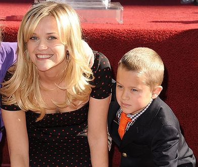 Reese Witherspoon z synem Deaconem w 2010 r.