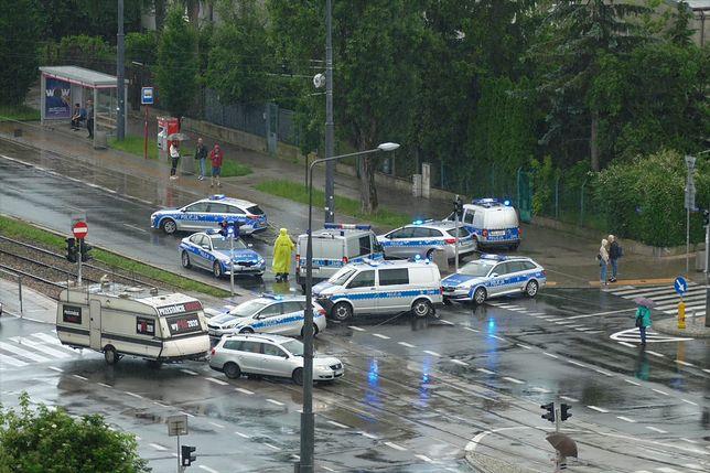 Policyjna akcja na Żoliborzu. Blokada ulic w pobliżu domu Jarosława Kaczyńskiego