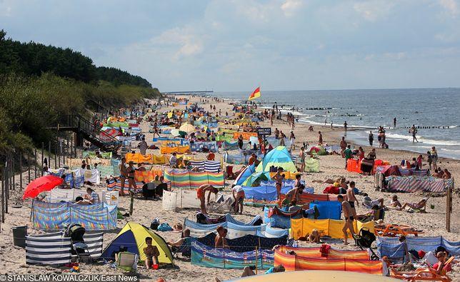 Stali bywalcy nadbałtyckich plaż znają miejsca, gdzie nie ma tłumów turystów