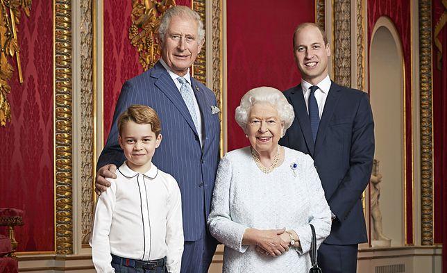 Książę George w koszuli z lamówką