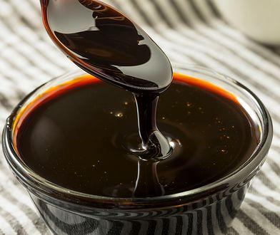 Melasa to ciemnobrązowy, gęsty i słodki syrop