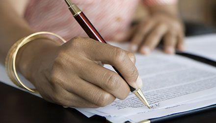W szkołach i urzędach umowy nadal na wiele lat