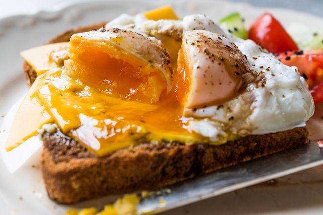 Szefowie kuchni długo spierali się nad tym, jak przyrządzić idealne jajko poche