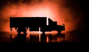 Rosja: ciężarówka wjechała w sklep, kierowca cudem przeżył