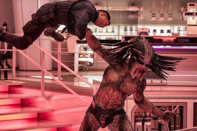 """""""Predator"""": fajerwerki i przekleństwa. Arnold Schwarzenegger złapałby się za głowę [RECENZJA]"""