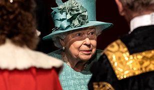 Królowa Elżbieta II zrezygnowała z korony