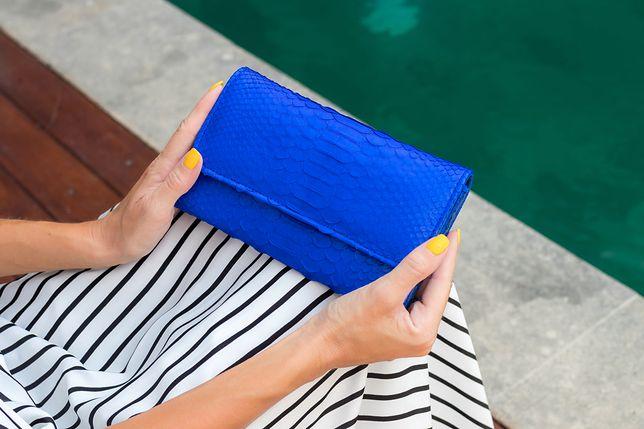 Portfel w stylu małej torebki będzie świetnym pomysłem na prezent 2w1
