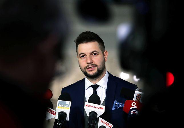 Patryk Jaki na konferencji prasowej w Sejmie